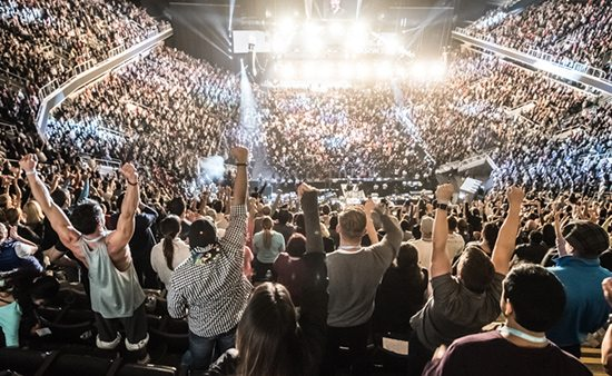 business strategies crowd standing at Tony Robbins event