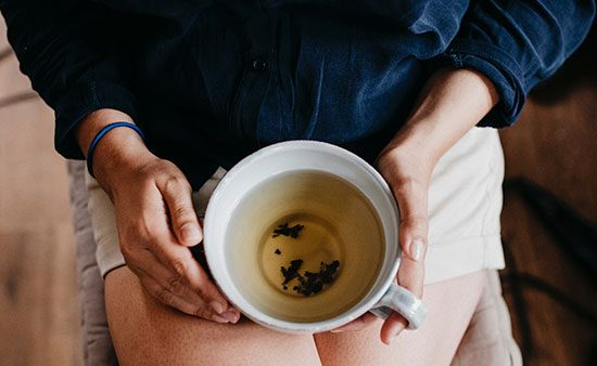 diets that work woman holding cup of tea